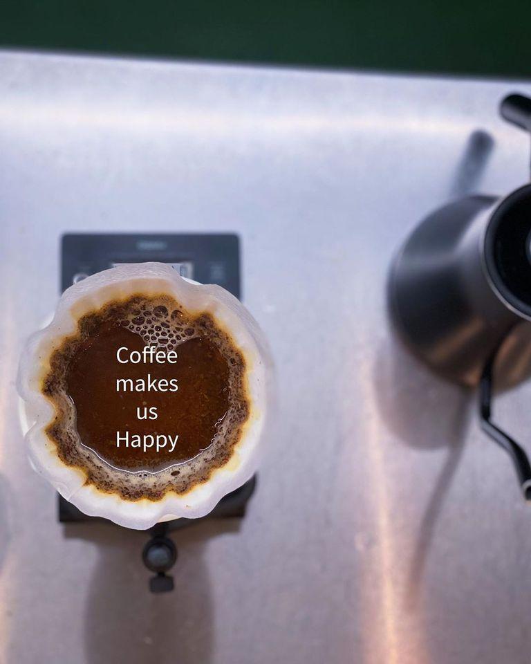 『Coffee makes us happy』